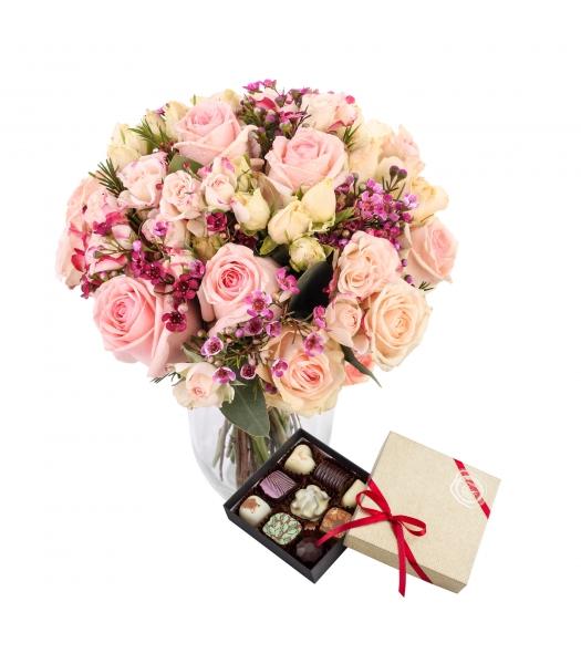 Romantiline roosikimp kommikarbiga